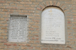 Spomen-ploče žrtvama Prvog i Drugog svjetskog rata