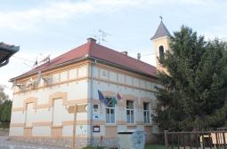 Osnovna škola i zvonik